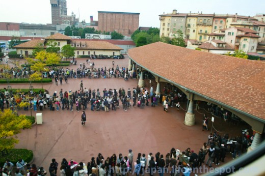 The long line at DisneySea 20 minutes before opening on a Monday