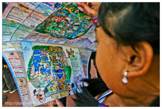 Looking at the DisneySea Map